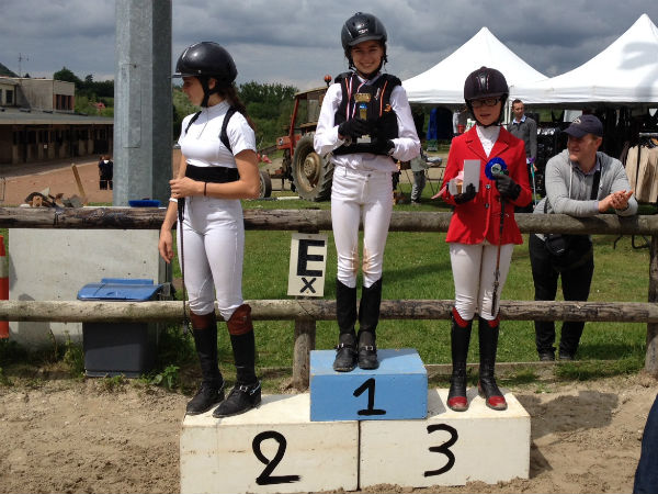 Rosalie et Ultrachic remportent le Championnat Départemental de saut d'obstacle en Poney Elite